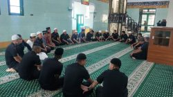 Misi Ganda Brimob Masuk Masjid