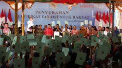 Bagikan 2.576 Sertifikat Tanah, Jokowi: Kalau Agungan ke bank, Pakai untuk Modal Usaha