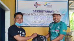 "FPKH Kabupaten Bone ""Guyur"" Lansia Paket Sembako, Ini Isinya"