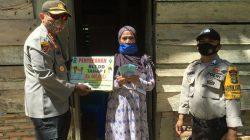 Kapolres Iwan Salurkan BLT Dana Desa, Ini Titipan Pesannya
