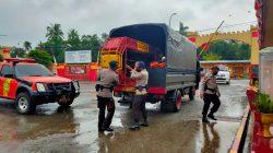Evakuasi Korban Banjir, Brimob Bone Pilih Perahu Rakitan, Apa Untungnya?