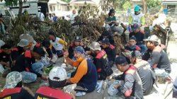 """Relawan """"Hitam Merah"""" Terjun Evakuasi Korban Banjir Bandang Luwu Utara, Siapa Mereka?"""