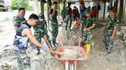 Misi Sosial TNI AD Sisir Rumah Warga di Desa Radda Luwu Utara