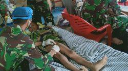 TNI AD Sunat Warga di Tenda Pengungsian Banjir Bandang Luwu Utara