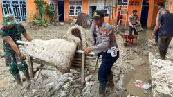 Pasca Banjir Bandang Luwu Utara, TNI dan Polri Kian Mesra