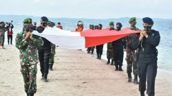 Pejabat Korem 141/Toddopuli Upacara Pembentangan Bendera Merah Putih