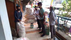 """Bank Sampah di Pasar Terong """"Produksi"""" Uang, Begini Ceritanya"""