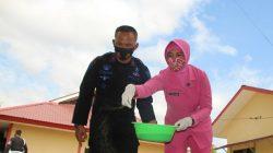 Mesranya Personel Brimob Bone Bersama Wanita Cantik di Lahan Sempit