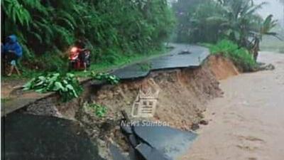 Banjir dan Tanah Longsor Terjang Pesisir Selatan, Ini Dampaknya