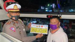 Disiplinkan Warga Pakai Masker, Polres Toraja Utara Gencar Pasang Stiker