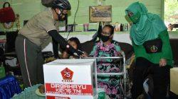 """Sembari Sepeda Santai, Danrem Sebar Paket """"Cinta"""""""