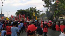 Terus Bertambah, Aksi Penolakan RUU Cipta Kerja menutup Flyover Makassar