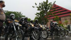 Bentrok RUU Cipta Kerja Pecah, Polisi Pukul Mundur Massa di Makassar