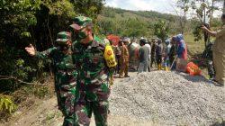 Lihat Lebih Dekat Pekerjaan, Brigjen TNI Wahyu Semangati Warga dan Satgas TMMD Sidrap