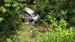 BREAKING NEWS Mobil Terjungkal ke Jurang Poros Bone-Makassar, Penumpang Terlempar