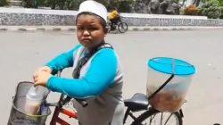 Perjuangan Haiqal, Keliling Jual Kue dari Jam 4 Subuh Demi Bantu Keluarga