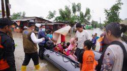 Tuah Rayuan Wagub Andalan, Ibu-ibu Akhirnya Rela Dievakuasi dari Lokasi Banjir
