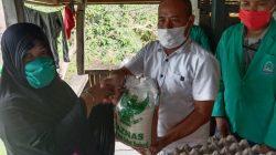 Satu Keluarga di Waetuo 'Disuntik' Khusus Baznas Bone, Mahasiswa IAIN Parepare Jadi Saksi