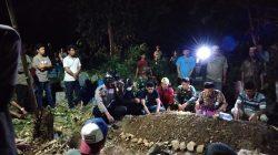 Korban Penikaman di Warkop Area Pasar Dikebumikan Malam