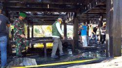 FOTO: Bupati Bone Tinjau Lokasi Kebakaran di Bola Soba