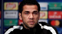 Tak Menyesal Pergi, Dani Alves Sebut Barcelona Bobrok