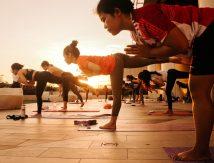 Sensasi Olahraga Yoga Sembari Menikmati Sunset Hanya di Rooftop Nipah