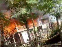 Armada Kebakaran 3 Kabupaten Tangani Si Jago Merah di Bone