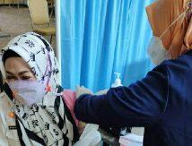 ASN Wanita di Bone Disuntik Vaksin Covid-19, Begini Perasaan Evi