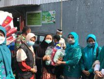 """Paket """"Cinta"""" Tim Penggerak PKK Sulsel untuk Korban Banjir di Makassar"""
