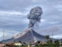 Gunung Sinabung Erupsi, Muntahkan Abu Hingga Ketinggian 2.000 M