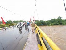 Atensi Khusus Plt Gubernur Saat Tinjau Ketinggian Air Sungai Jeneberang