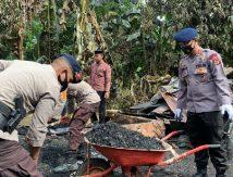 Empati Brimob Bagi Warga Korban Kebakaran di Pallette Bone