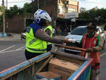 Personel Polres Bulukumba Turun Ke Jalan, Ngabuburit Bareng Masyarakat