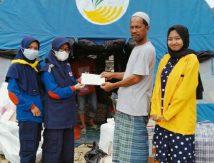 Berbagi Keberkahan Bulan Ramadan, PMR SMAN 8 Bone Salurkan Bantuan di Lamurukung