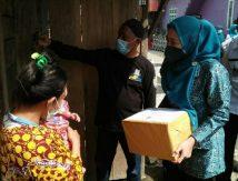 Bagi-bagi Paket Cinta di Hari Kartini di Sinjai Ala Nurhilda Cs