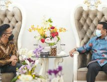 Bersama GM PT Garuda Indonesia Makassar, Plt Gubernur Sulsel Titip Pesan Penting