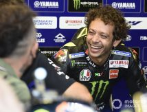 Valentino Rossi Dicela Jeblok, Balas Balik Lucchinelli 'Penjilat'
