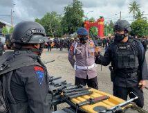 """Brimob Patroli Masjid dan Gereja, Pakai Senjata Antisipasi """"Ledakan"""" Jemaah"""