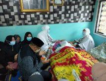 Bupati Fahsar Bersimpuh di Samping Jenazah Nurdin