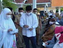 Bareng Istri, Bupati Fahsar Berbagi Bersama Kaum Duafa dan Penyandang Disabilitas