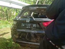 FOTO: Mobilio Ringsek Usai Tabrak Pembatas Jalan di Poros Bone-Makassar