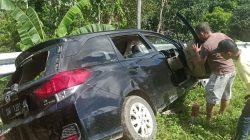Mobilio Ringsek Usai Tabrak Pembatas Jalan di Poros Bone-Makassar 2