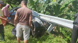 Mobilio Ringsek Usai Tabrak Pembatas Jalan di Poros Bone-Makassar 3
