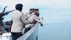 FOTO: Mengenang Jasa Pahlawan, Kapolda Sulsel Tabur Bunga di Laut