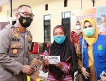 Ikut Vaksin Gratis di Polres Takalar, Pulang Bawa Handphone