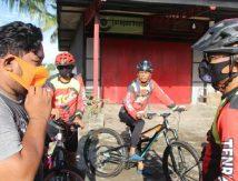 Gowes Seru Ala Brimob Yon C, Telusuri Kampung Palakka-Cabalu Sambil Bagi-bagi