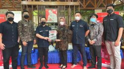 "Salurkan Bantuan CSR ke Bupati Mamuju, Kepala Wilayah Asmo Sulsel ""Turun Gunung"""