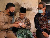 Peduli Lansia dan Penyandang Disabilitas, Bupati Bantaeng Santuni Rp200 Ribu Per Bulan