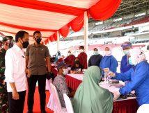 Target 2 Juta Vaksinasi Hingga Agustus, Jokowi Libatkan TNI-Polri Terlibat