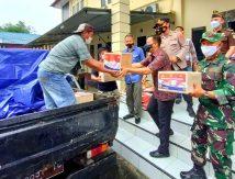 Bupati Basli Lepas Penyaluran Bansos PPKM Polres Selayar